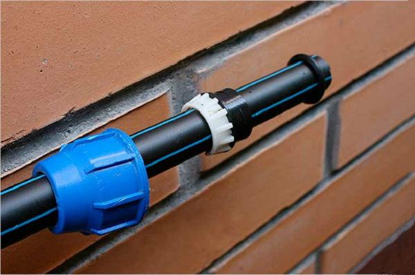 Как проложить и соединить трубы ПНД для холодного водоснабжения